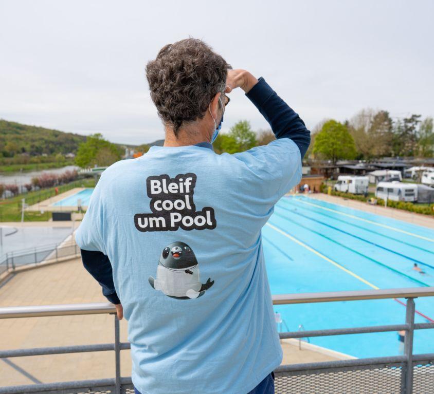 2021-05-08 Bleif cool um Pool-26